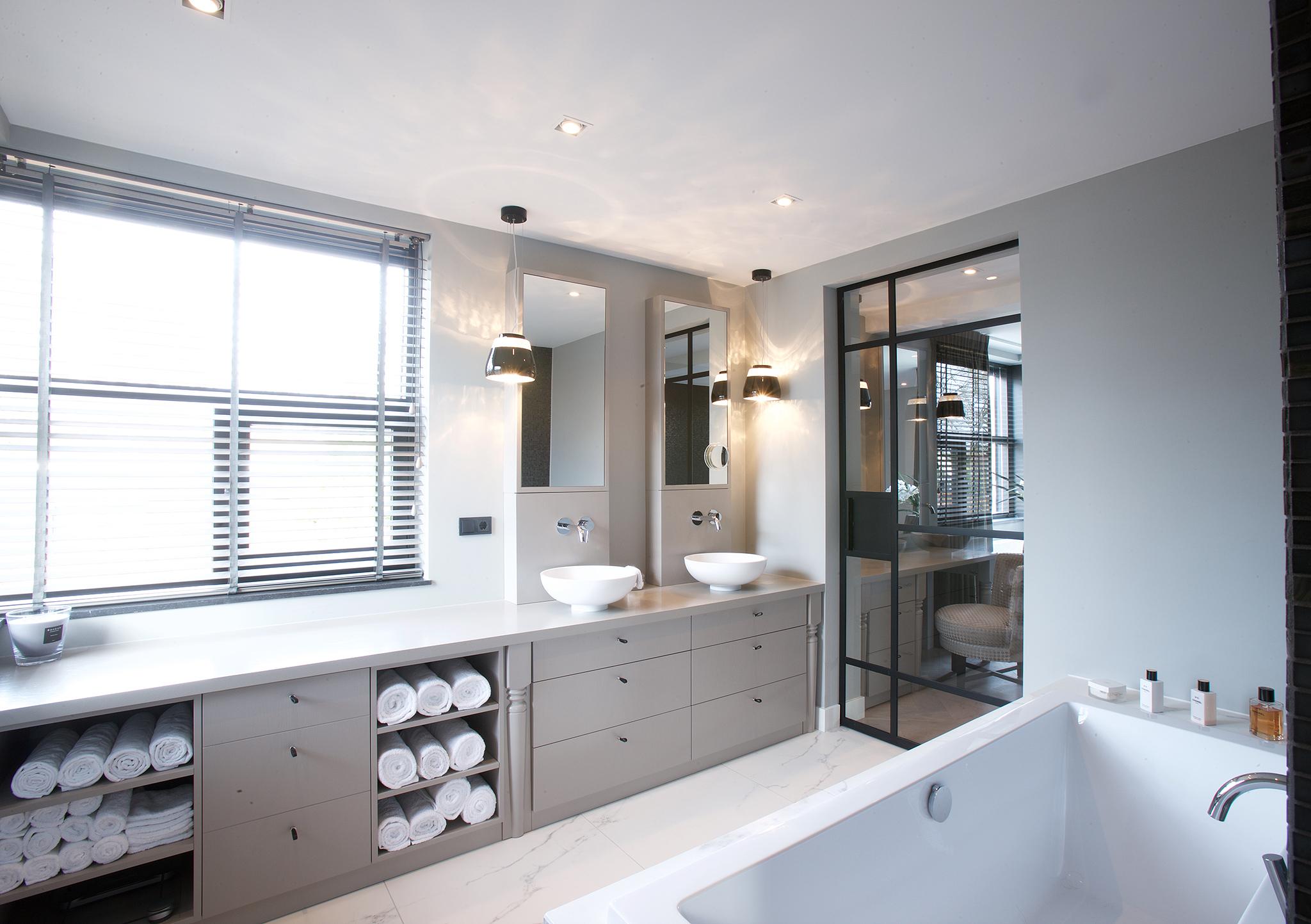 Badkamer En Suite : Mooie badkamer en suite met glazen deur en wanden badkamers